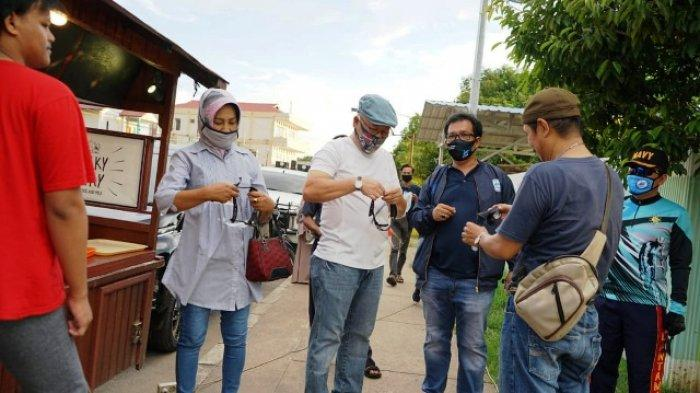 Bersama Komonitas BMC Bagikan Face Shield, Wabup Imbau Pedagang Terapkan Protokol Kesehatan