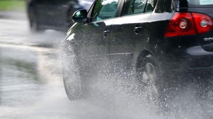 Waspadai Bawa Kendaraan saat Musim Hujan, Kenali Bahayanya Terhadap Cat Mobil