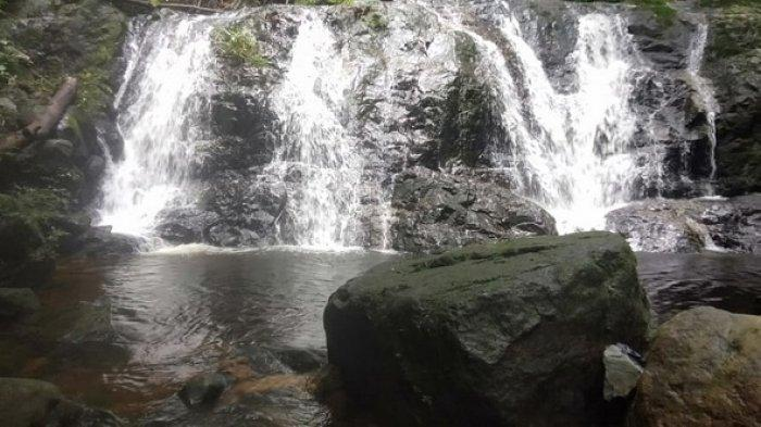 Menikmati Keindahan Wisata Air Terjun Gunung Rian Tana Tidung, Jernihnya Sungai Berbatu Hitam