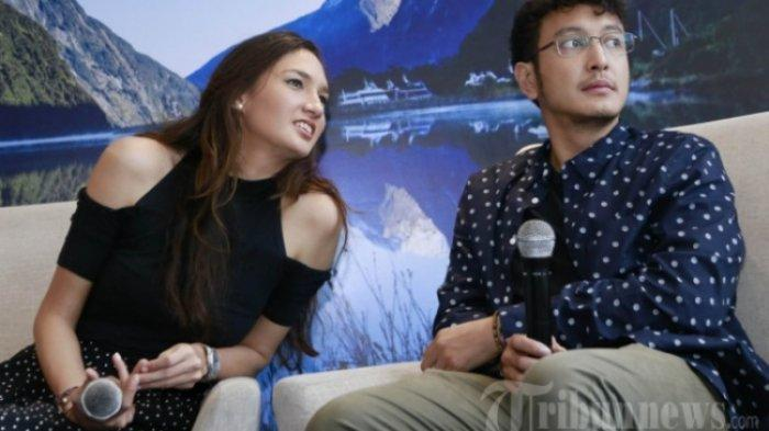 Pasangan selebriti, Dimas Anggara dan Nadine Chandrawinata ditemui saat menjadi narasumber di Jakarta, Selasa (13/11/2018).