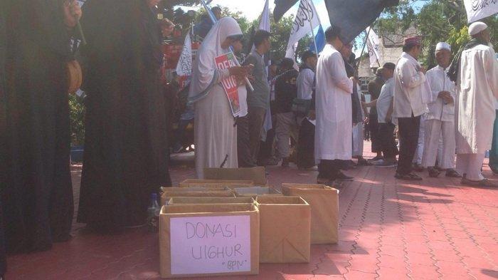 Tak Hanya Orasi, Massa Juga Lakukan Penggalangan Dana di Aksi Damai Bela Muslim Uighur di China