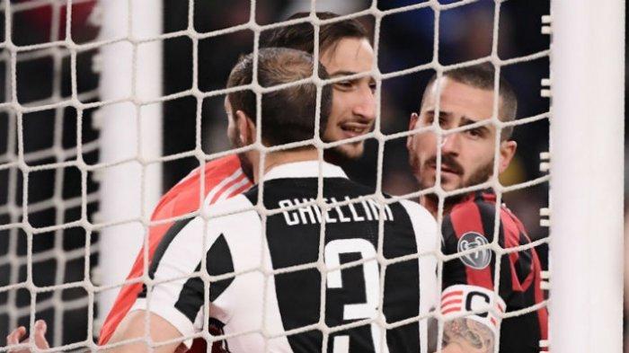 Aksi Giorgio Chiellini dan Gianluigi Donnaruma saat laga Juventus Vs AC Milan di Allianz Stadium, pada Sabtu (31/3/2018) atau Minggu dini hari WIB.