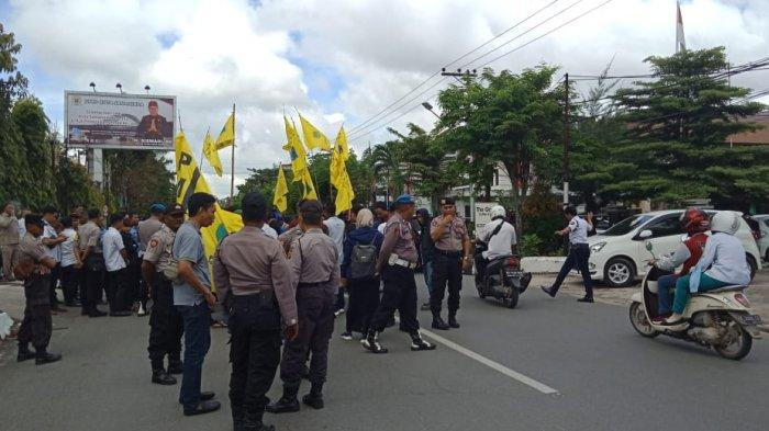 Jalan Basuki Rahmat Sempat Macet, PMII Paksa Anggota DPRD Samarinda Ikut Turun ke Jalan