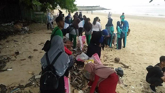Awali Tahun Baru 2019, 26 Komunitas di Balikpapan Ajak Warga Pungut Sampah di Pantai Banua Patra