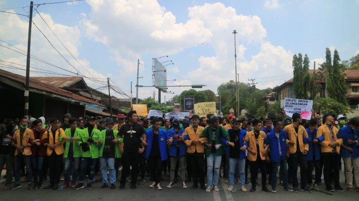 Mahasiswa dari 3 Perguruan Tinggi di Sangatta Gelar Unjuk Rasa, Kepolisian Terjunkan 250 Personel