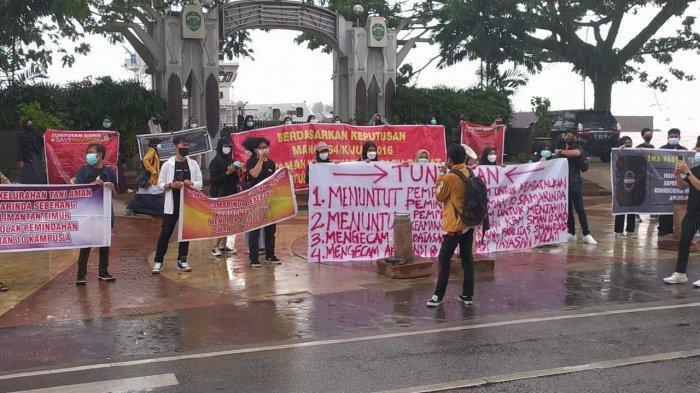 BREAKING NEWS Mahasiswa Demo di Kantor Gubernur Kaltim Minta SMAN 10 Samarinda tak Dipindahkan