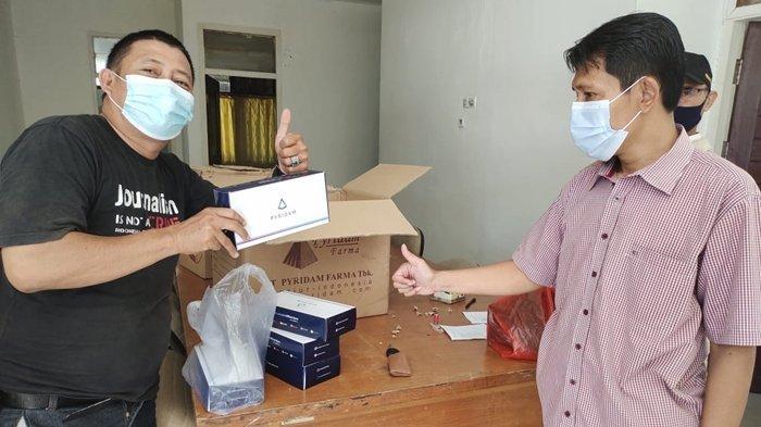 Anggota Asosiasi Media Siber Indonesia (AMSI) Kaltim mendapatkan bantuan suplemen dari Pyridam Farma (PYFA) melalui AMSI Pusat.