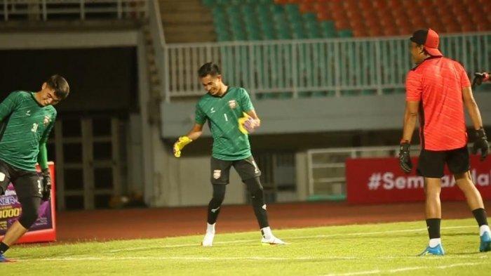 Kiper Borneo FC Angga Saputro Targetkan Clean Sheet Saat Lawan Persik Kediri Nanti Malam