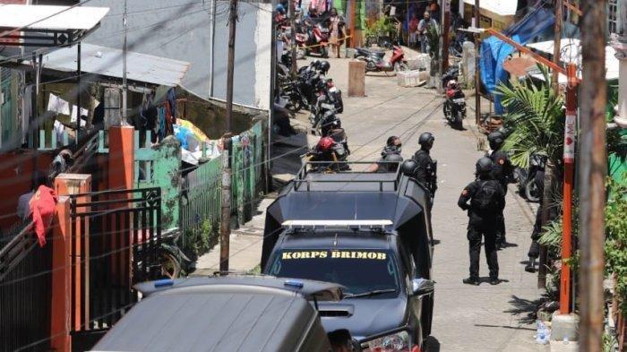 Bom Disembunyikan di Bawah Mimbar, Diledakkan Saat Sholat Jumat Mulai Digelar, 12 Orang Tewas