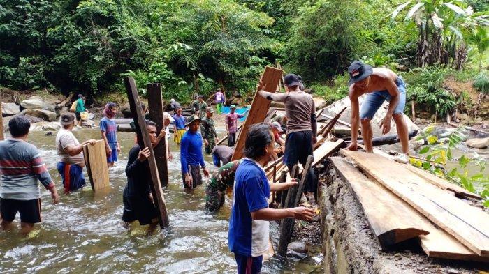 Bendungan Jebol, Satgas Pamtas Yonif 614/Rjp Bantu Warga Perbaiki Bendungan PLTA di Malinau