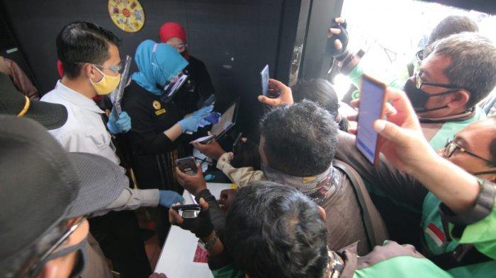 Kerumunan Ojol Balikpapan Beli BTS Meal Ditertibkan, Satgas Covid Tegur Pihak Restoran Cepat Saji