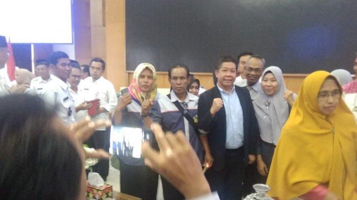 Effendi Gazali Mampir ke Bappeda Kutai Kartanegara,Para ASN Rebutan Selfie, Nur;Mumpung Orangnya Ada