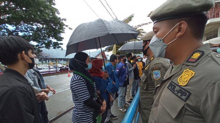 Aliansi Parlemen Jalanan di Tanjung Selor Mendatangi Kantor Gubernur Kaltara, Sampaikan Tuntutan