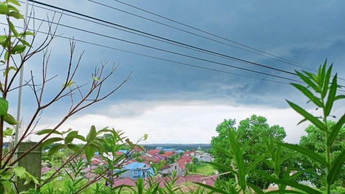 Prakiraan Cuaca Balikpapan Rabu 3 Februari 2021, Pagi Berawan, Hujan Petir Melanda di Siang Hari