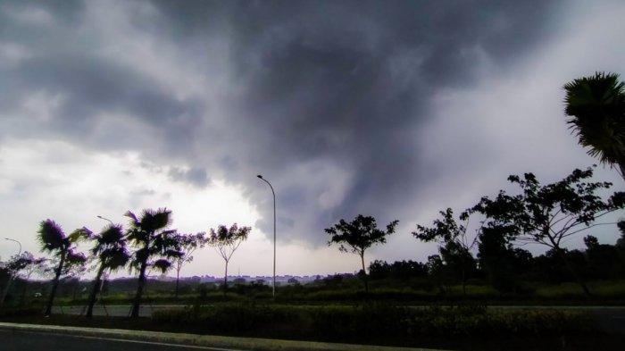 Hujan Lebat Disertai Angin Kencang dan Petir Diperkirakan Landa Sebagian Besar Wilayah Kaltim