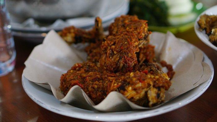 Ayam Pedas Depot Bintang Mawar Balikpapan, Sensasi Panas Menggigit yang Diolah dari Resep Keluarga