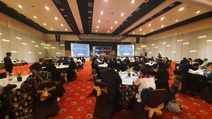 Badan Pengawas Pemilu (Bawaslu) Kota Samarinda, menggelar evaluasi dan penghargaan Panwascam terbaik.