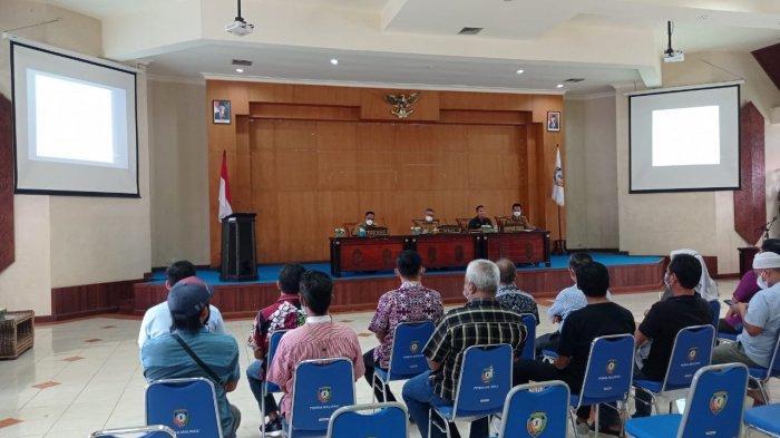 Rapat Disperindagkop Malinau, Pedagang Minta Kejelasan Penjualan Gula Pasir Buatan Malaysia