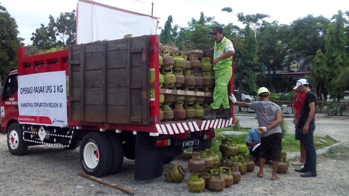 Hasil gambar untuk truk angkut tabung gas