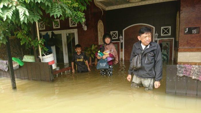 Banjir Samarinda, Perum Griya Mukti Belum Tersentuh Bantuan, Banyak Warga Bertahan di Rumah