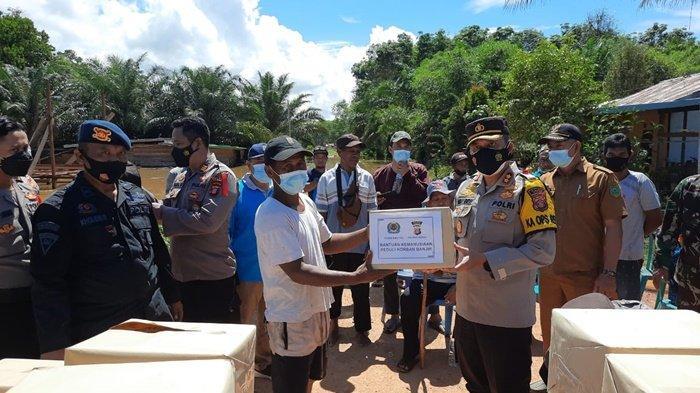 Banjir di Teluk Bayur dan Sambaliung, TNI Polri Kerahkan Personel & Beri Bantuan pada Korban Banjir
