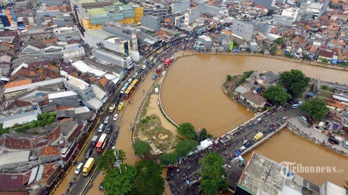 Ahok-Anies Bicara Soal Banjir di Jakarta, 2 Orang Meninggal Dunia 2.258 Jiwa Mengungsi
