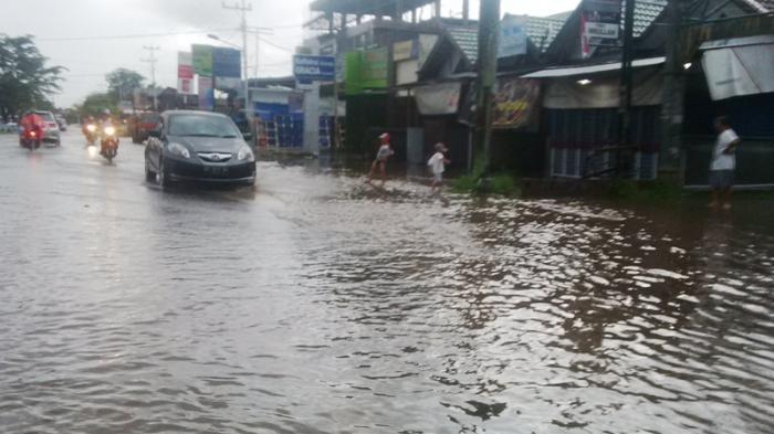 Hujan Tiga Jam, Banjir Mulai Rendam Rumah Warga