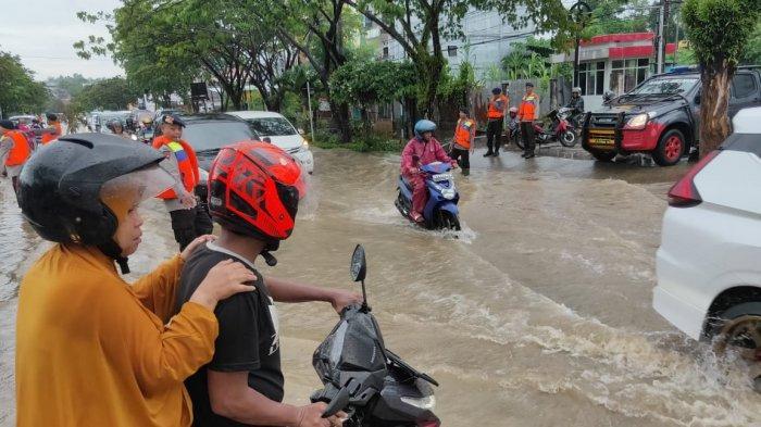 BREAKING NEWS Sejumlah Titik Ruas Jalan di Kota Balikpapan Kembali Banjir, Arus Lalulintas Terhambat