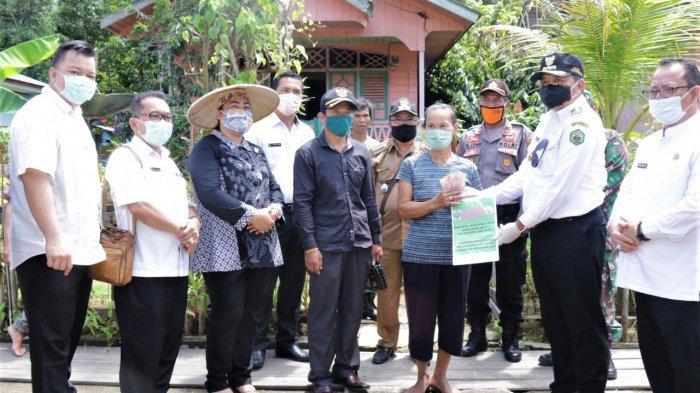 Datang ke Long Apari, Bupati Bawa Berbagai Bantuan untuk Ribuan Warga Terdampak Covid-19