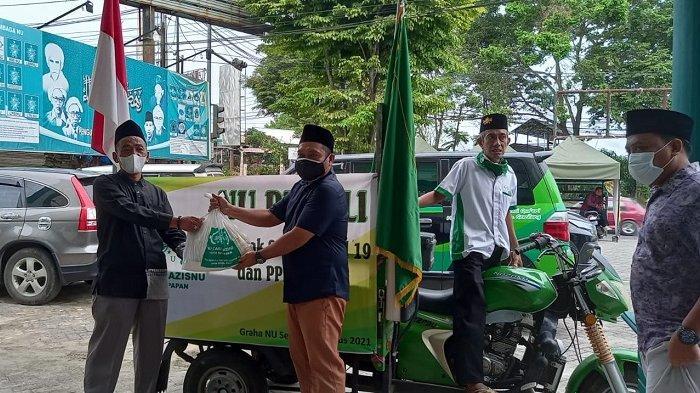 Bantuan sembako untuk warga terdampak pandemi Covid-19 di Balikpapan dari Pengurus Cabang NU Kota Balikpapan.