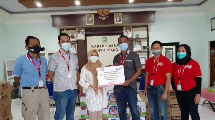 Banjir Landa Warga Tanah Laut Kalimantan Selatan, Alfamart Salurkan Donasi Konsumen ke Korban