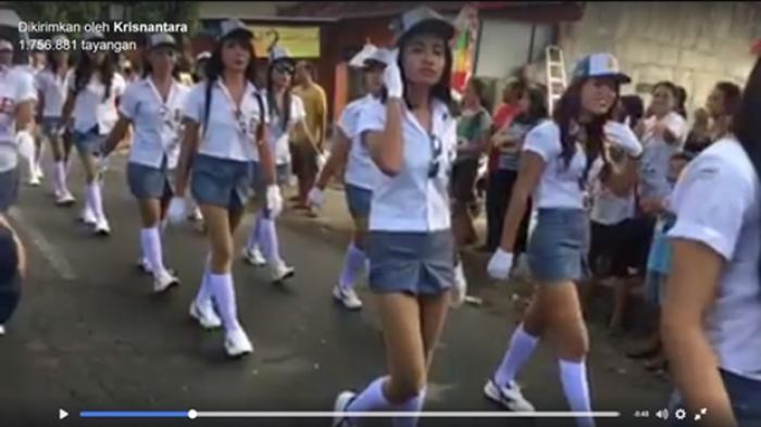 Parade Gerak Jalan Seksi Meriahkan Acara 17 Agustus Ini Bikin Para Cewek Merasa Kalah Saing