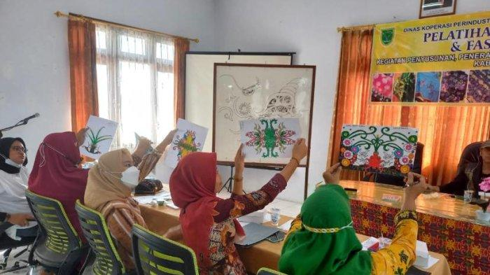 Pertama Kalinya Digelar Pelatihan Desain Motif Batik di Berau, Simak Keseruan Edukasinya
