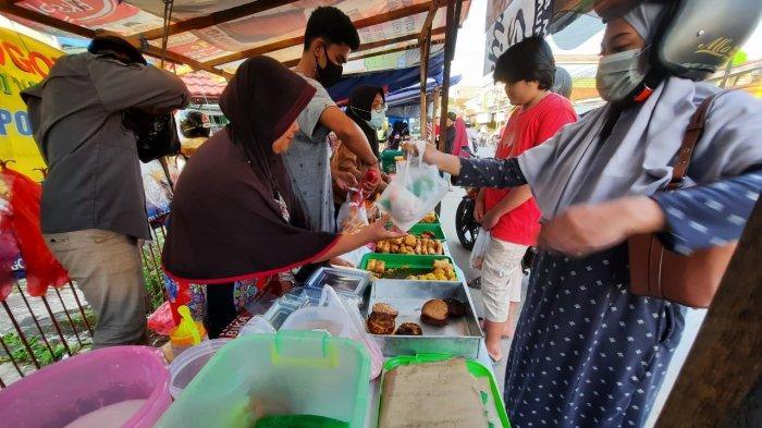 Es Buah Acil Odah, Urap dan MihunLudes di Pasar Ramadhan Kehewanan Samarinda