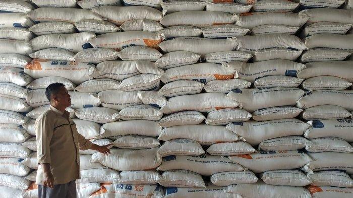 ILUSTRASI Karung beras, komiditi beras sebagai bahan pangan.
