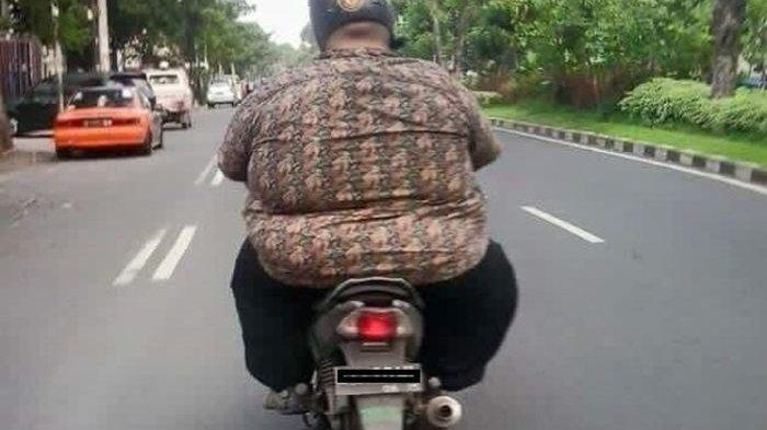 Selalu Berhati-hati, Naik Motor dengan Bobot Tubuh Berlebih Ternyata Menyimpan Risiko