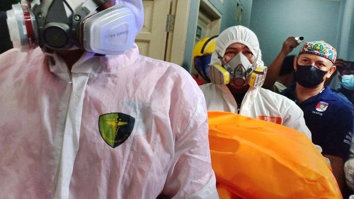 Janin (dalam kantong mayat berwarna orange) sudah dibawa ke RSUD AW Syahranie, Kota Samarinda, Provinsi Kalimantan Timur, untuk proses visum, Rabu (22/9/2021).