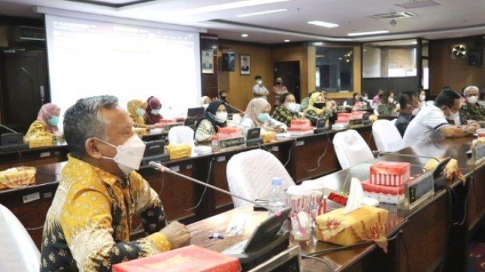 Suasana bimtek penginputan Pokok-pokok Pikiran (Pokir) DPRD dalam aplikasi Sistem Informasi Pemerintahan Daerah (SIPD) Kemendagri Republik Indonesia, Kamis (18/3/2021).