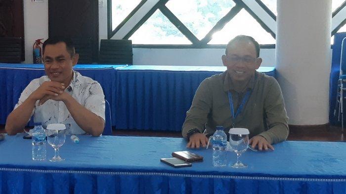 General Manager PT PLN (Persero) UIW Kaltimra Saleh Siswanto saat berbincang dengan Tribunkaltim.co di kantornya. Ia didampingi Senior Manajer Perencanaan PLN UIW Kaltimra M Uwaisulqarni, dan Manajer Komunikasi Zulkarnain.