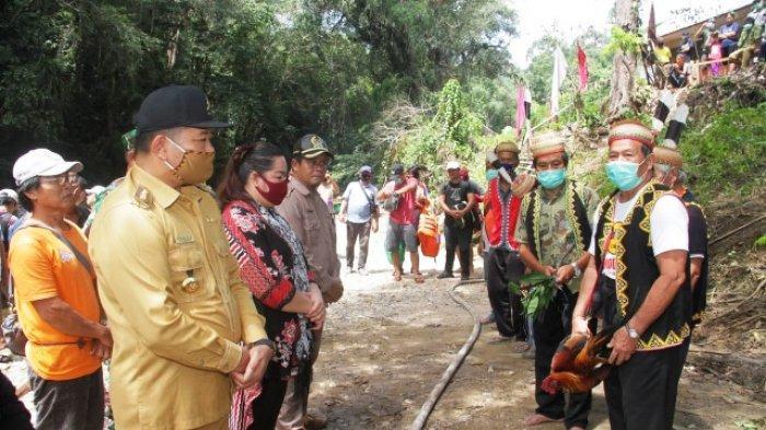 9 Jam Lewati Darat dan Riam, Bupati Akhirnya Tiba di Lokasi Permukiman Baru Kampung Long Penaneh