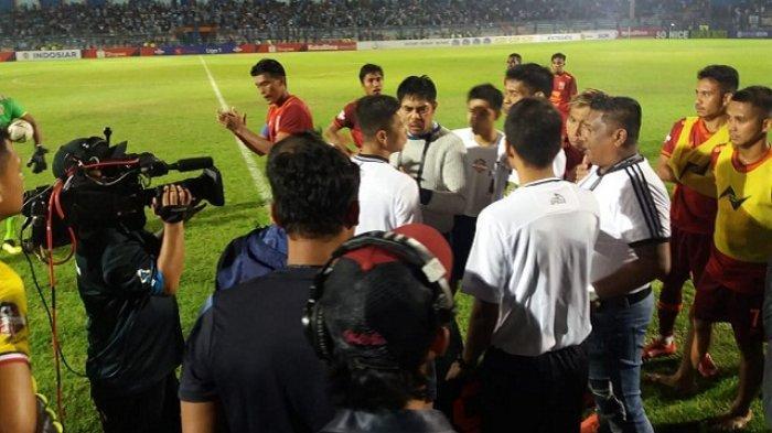 Kisruh Laga Persela vs Borneo FC - Pemain Asing Terkejut, Begini Sikap Tim Pelatih Kedua Kubu