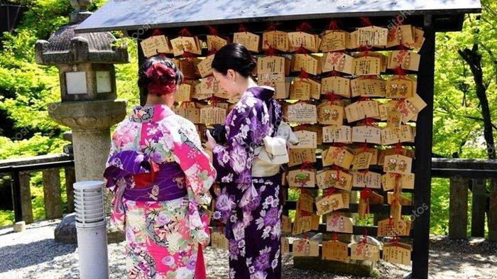 Ini Tradisi Lamaran Pernikahan dari Berbagai Negara, Ada yang Bertukar 9 Kado Dibungkus Kertas Beras