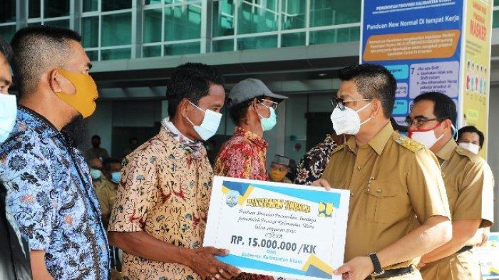 Demi Kebahagiaan Warganya, Gubernur Irianto Gelontorkan Rp 221 Miliar BSPS dan Bantuan Sanitasi