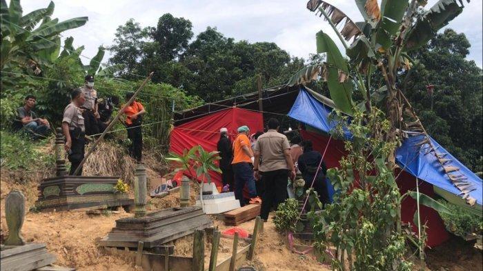 BREAKING NEWS AutopsiJenazah Reza di Kukar, Pemuda yang Ditemukan Gantung Diri di Teras Rumah