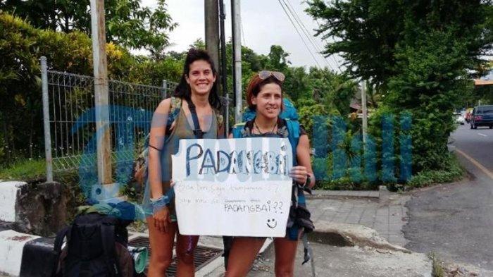 Kehabisan Uang, Bule Ini Jadi Pengamen hingga Mengemis di Pinggir Jalan di Indonesia, Lihat Fotonya