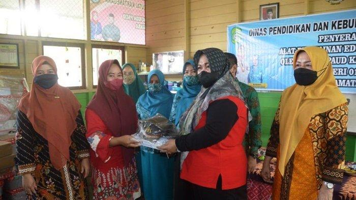 Pengembangan Fasilitas Dua TK di Kenohan, Bunda PAUD Serahkan Sarana Pendidikan