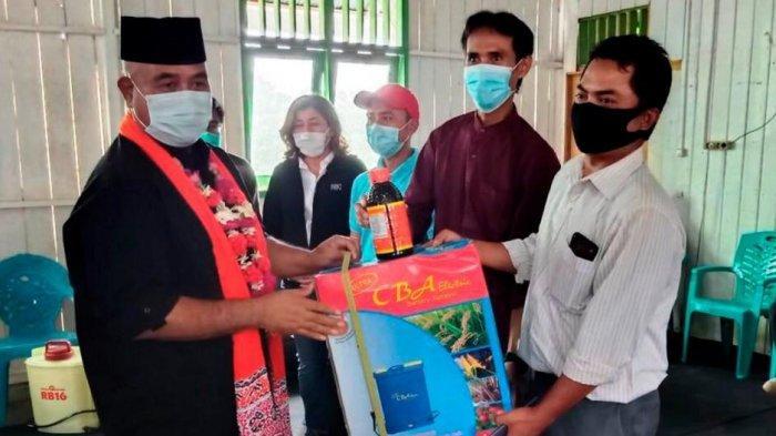 Pererat Silaturahmi, Bupati Kukar Bagikan Bantuan ke Kelompok Tani Wonosari Kota Bangun