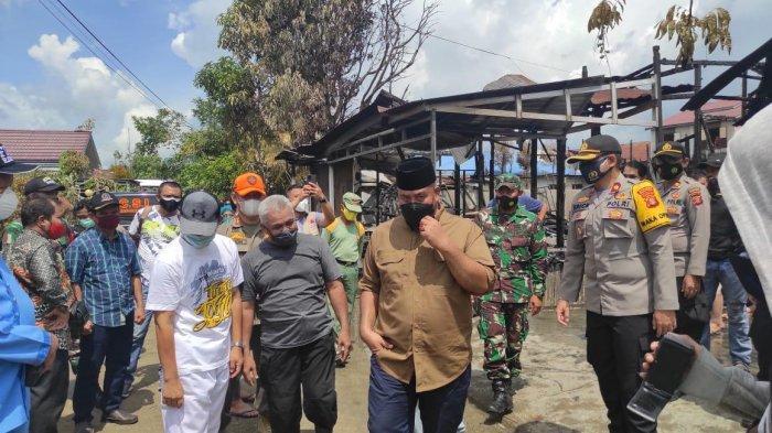 Bupati Kukar Edi Damansyah Kunjungi Lokasi Kebakaran di Mangkuraja, Beri Bantuan Sembako pada Korban