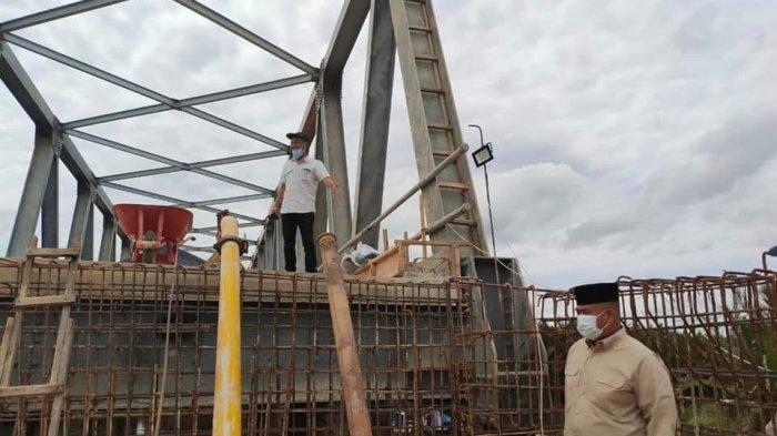 Percepat Akses Warga Teluk Dalam, Bupati Kukar Edi Damansyah Tinjau Pembuatan Jembatan di Muara Jawa