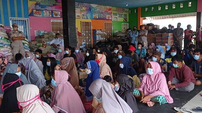 BANTUAN - Bupati Nunukan Asmin Laura resmi menutup posko tanggap darurat bencana kebakaran rumah di Nunukan yang terjadi sepekan lalu di Inhutani, RT 08 dan RT 10, Kelurahan Nunukan Utara, Kalimantan Utara, Minggu (17/01/2021) pagi.
